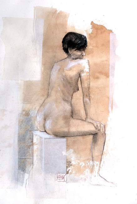 Nue assise
